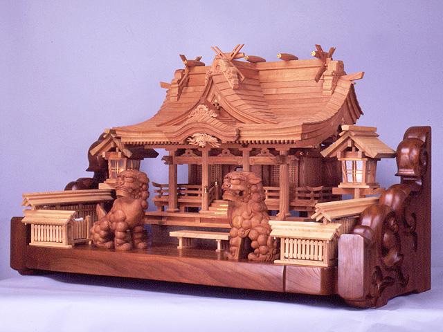欅八幡造り三社
