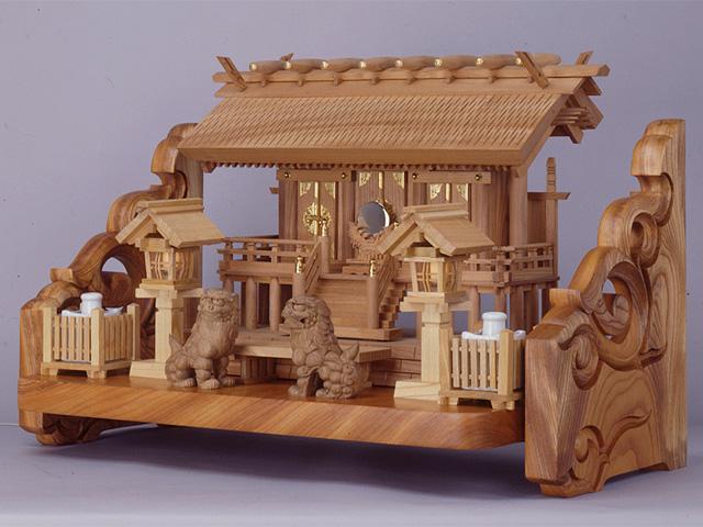 欅彫屋根三社(金具仕上げ)